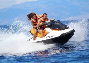 60 Minutes Jet Ski in Dubai Jumeirah with Transfers